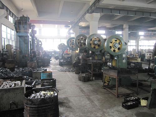 Kovaný stroj za tepla